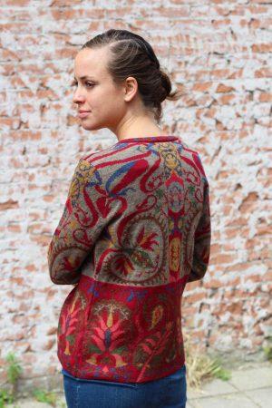 Dames-vest-rood-beige-gebloemd-manuela-bedford-alpaca-wol