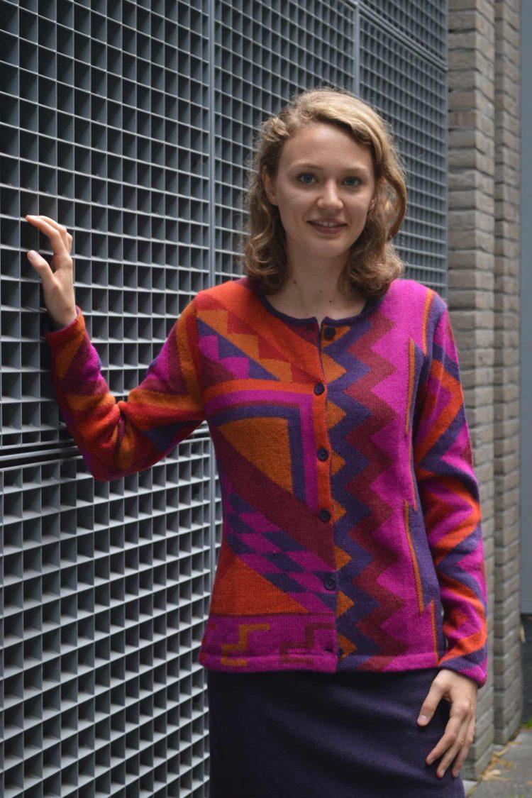 alpaca-dames-vest-gebreid-paars-oranje-fucsia-abstract-modern-gebreid-alpaca-wol