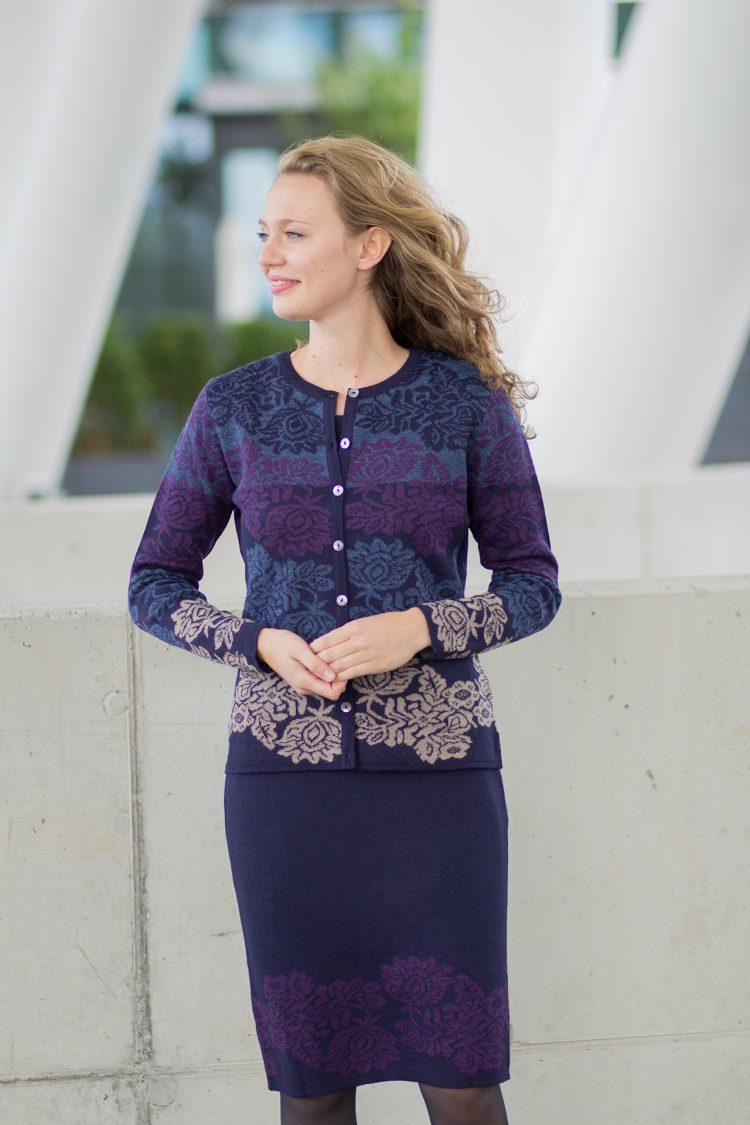 Gebloemd blauw paars vest van alpaca wol