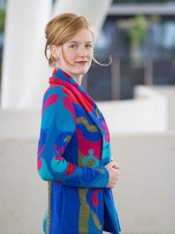 Asarti-alpaca-wol-handgemaakt-vest-ainu-zakken-shawl-kraag-blauw-rood-