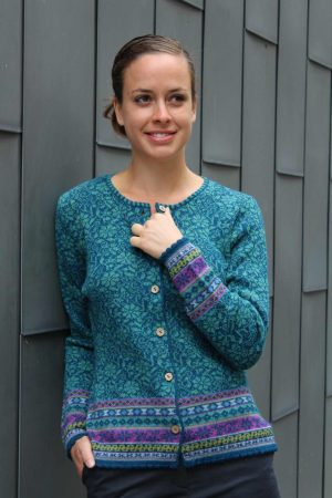 Dames-vest-blauw-gebloemd-bamboe-knoopjes-gebreid-alpaca-wol