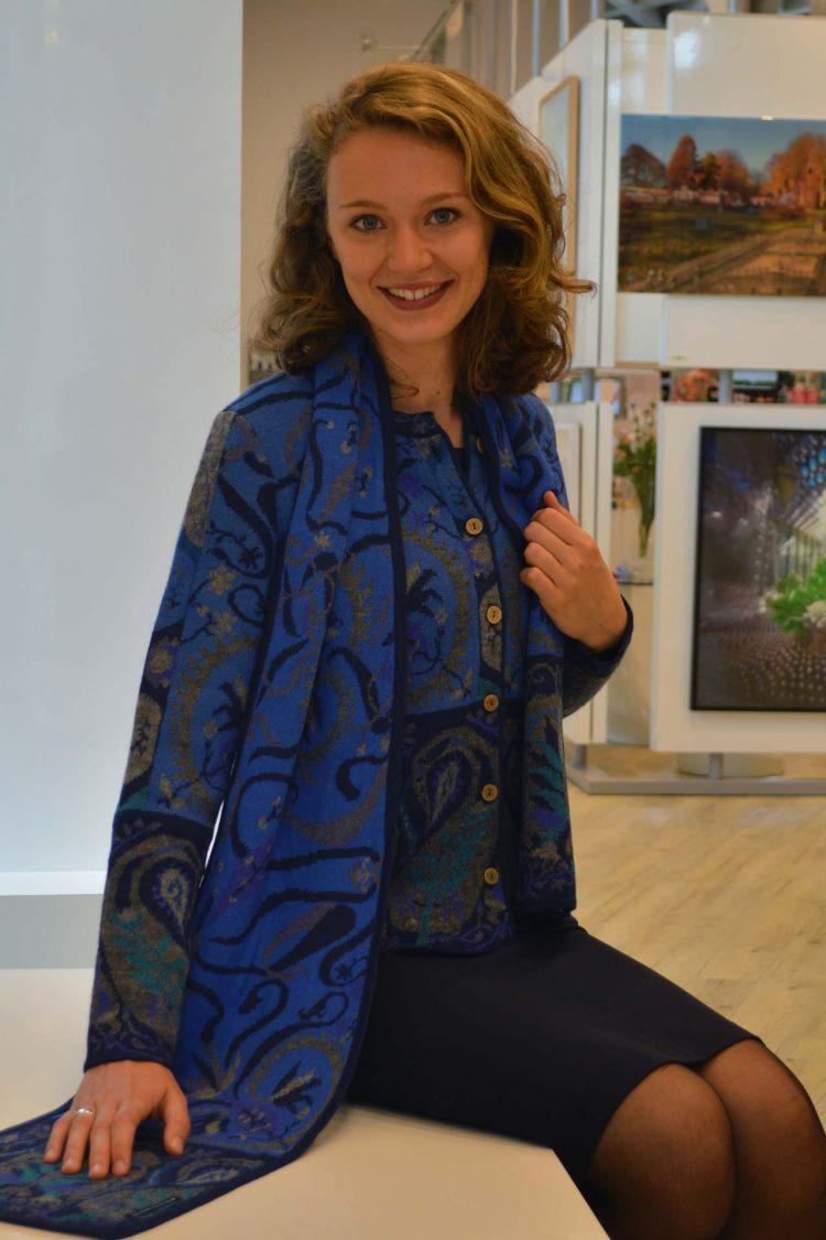 Alpaca-shawl-blauw-groen-gebloemd-manuela-bedford