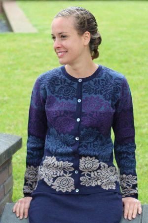 Dames-vest-blauw-paars-gebloemd