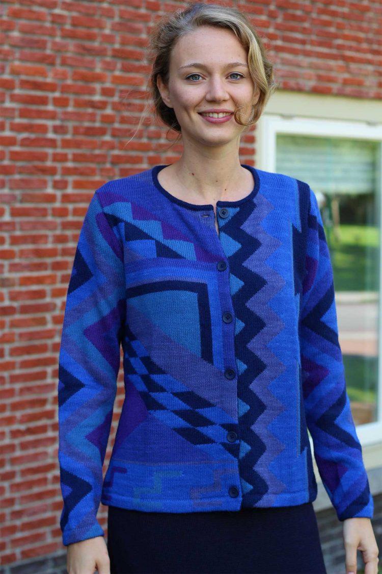 Dames-vest-blauw-paars-gebreid-abstract-alpaca-wol-duurzaam-peru