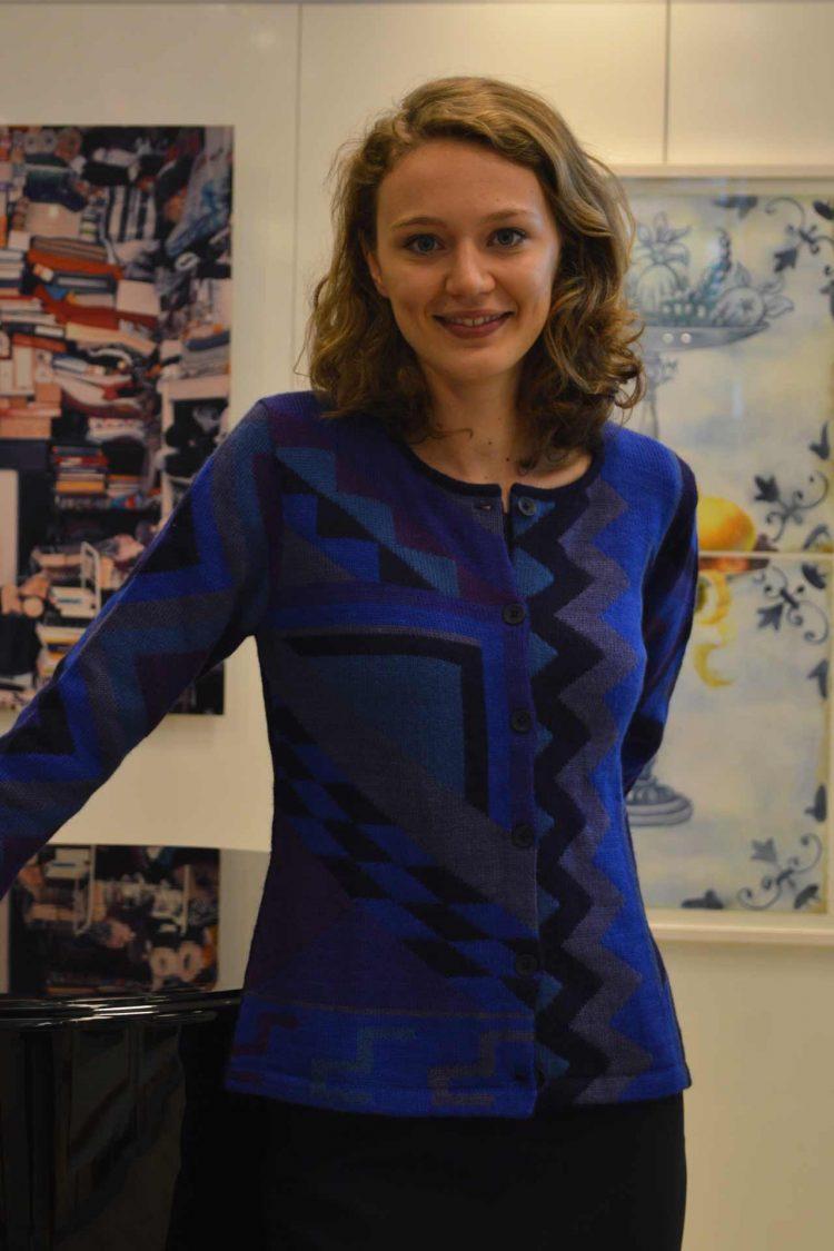 Dames-vest-blauw-paars-lila-abstract-patroon-gebreid-alpaca-wol-peru