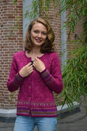 Dames-vest-fuchsia-roze-gebloemd-bamboe-knoopjes-Lucia