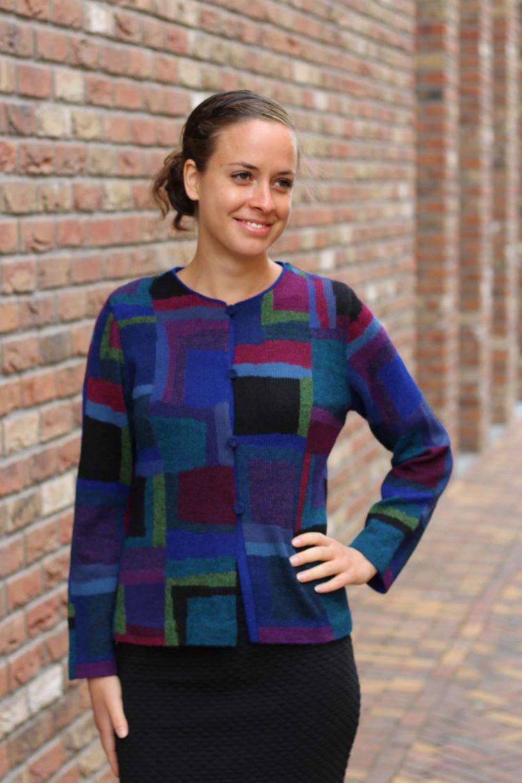 Dames-vest-geblokt-blauw-kobalt-paars-groen-zwart-gebreid-alpaca-wol
