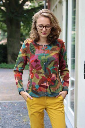 Dames-vest-intarsia-gebreid-groen-roze-blauw-gebloemd-alpaca-wol-peru-handwerk-duurzaam-verantwoord