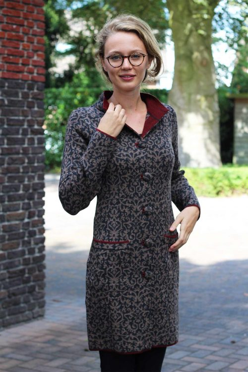 Lang-dames-vest-silvana-coat-grijs-beige-wijn-rood-gebreid-alpaca-wol-stijlvol-