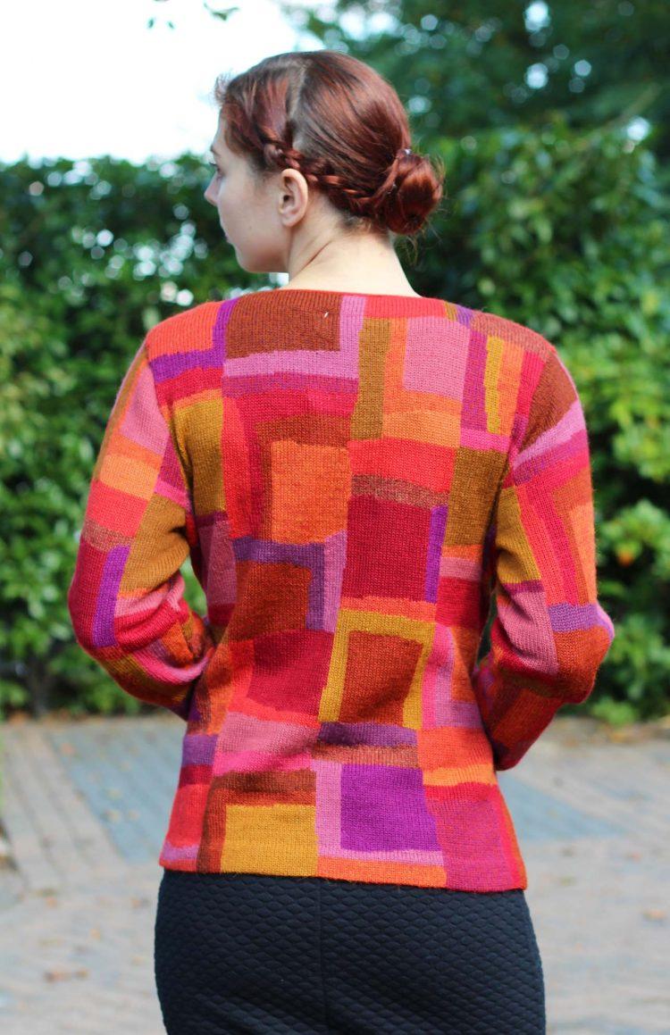 Modern-dames-vest-abstract-paars-rood-oranje-peter-hahn-alpaca-wol-gebreid-vest-dames-exclusief