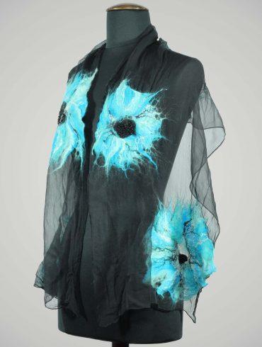Vilten-sjaal-wolvilt-zijde-shawl-zwart-blauw-gebloemd-kraaltjes-mooi-vilt-sjaal-shawl