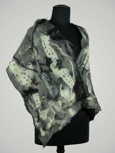 Wol-vilten-shawl-vilt-zijde-grijs-wol-wit-zwart-mooi-vilt-creatief