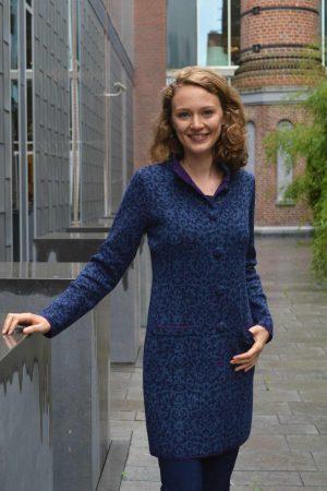 dames-vest-lang-blauw-paars-luxieus-stijlvol-denim-gebreid-alpaca-wol