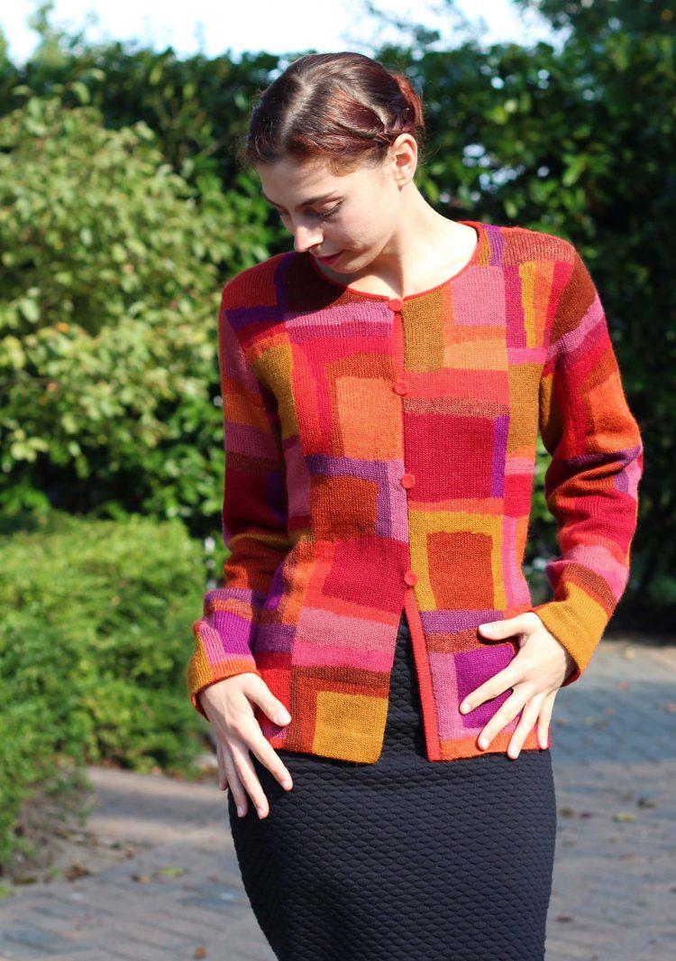 geblokt-abstract-modern-dames-vest-rood-oranje-paars-alpaca-wol-exclusief-asarti-peter-hahn