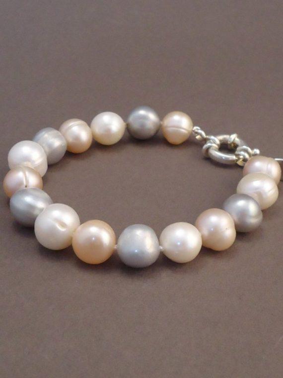 handgemaakte-armband-zoetwater-parels-wit-roze-grijs
