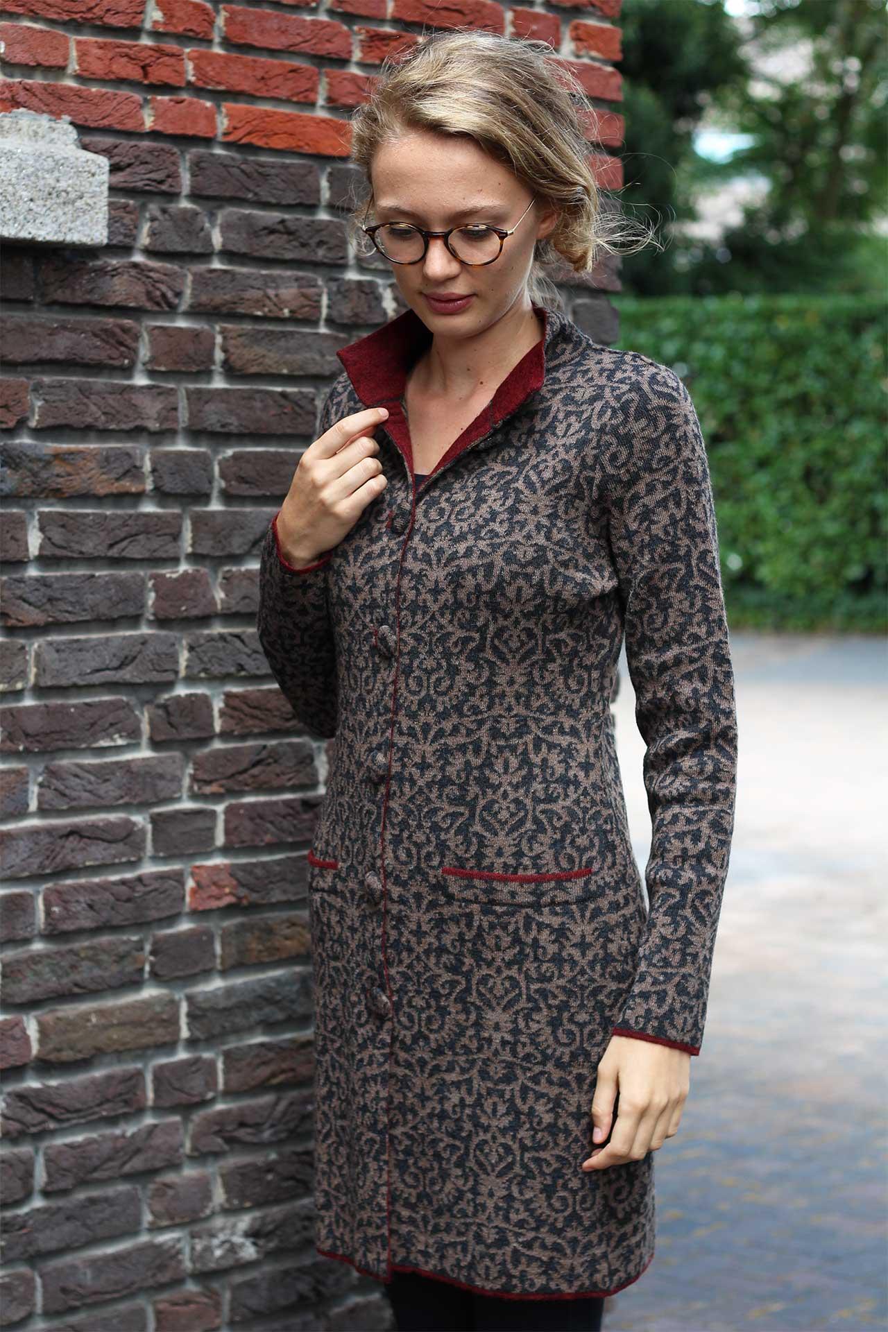 lang dames vest grijs beige gebreid van alpaca wol