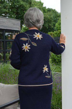 wollen-dames-vest-marine-blauw-beige-gebloemd-edelweis-gebreid-alpaca-wol-peru