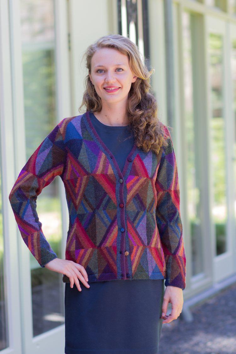 Blauw dames vest gebreid alpaca wol met abstract motief in paars rood en groen