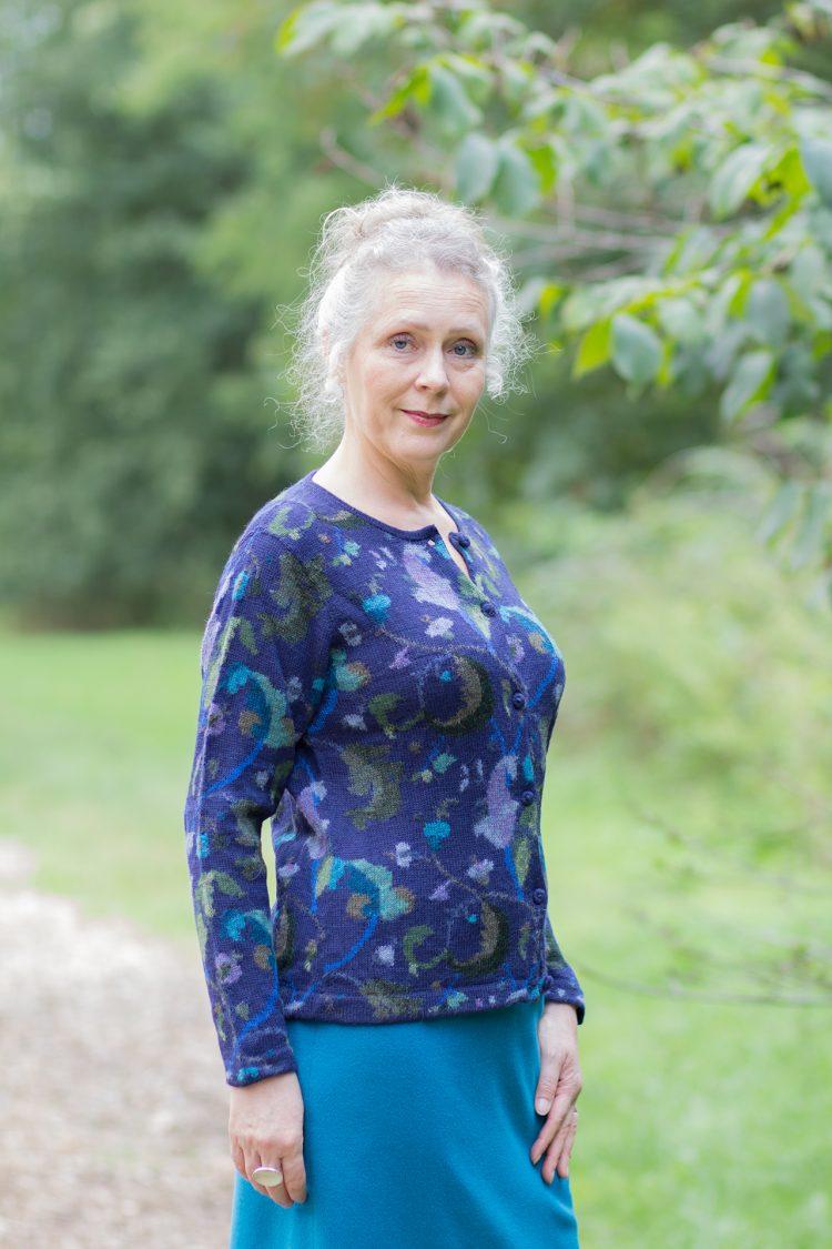 ARAÑA- blauw gebreid dames vest van alpaca wol met sierlijk motief