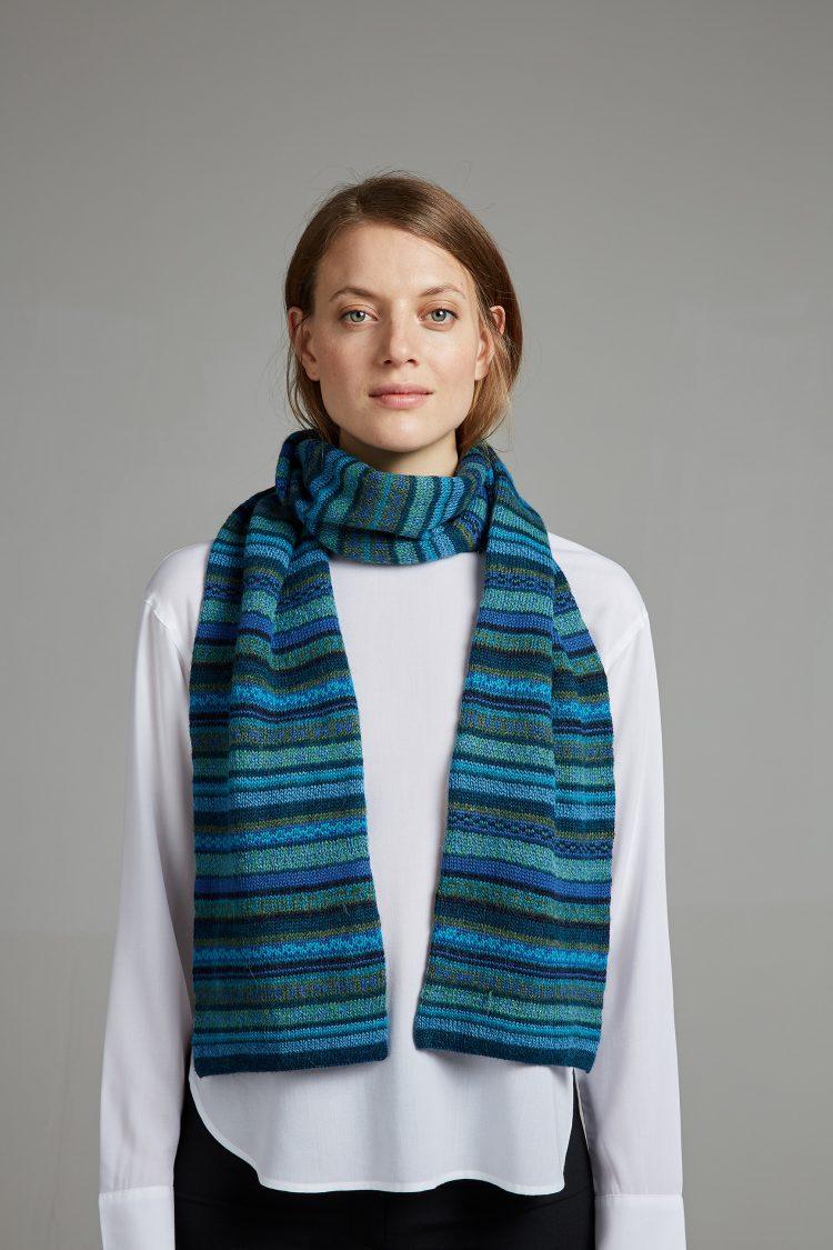 Turkoois blauwe sjaal van alpaca wol Manuela Bedford