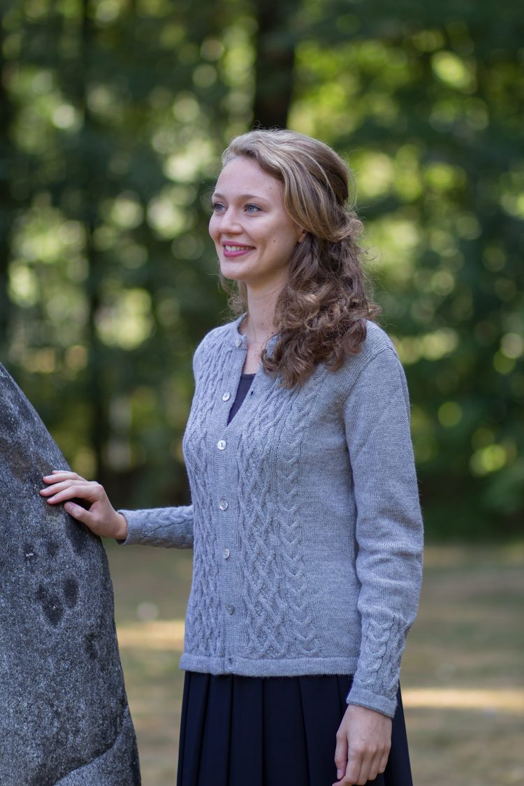 ARAÑA grijs gebreid kabel vest voor dames van alpaca wol - duurzaam & pilt niet