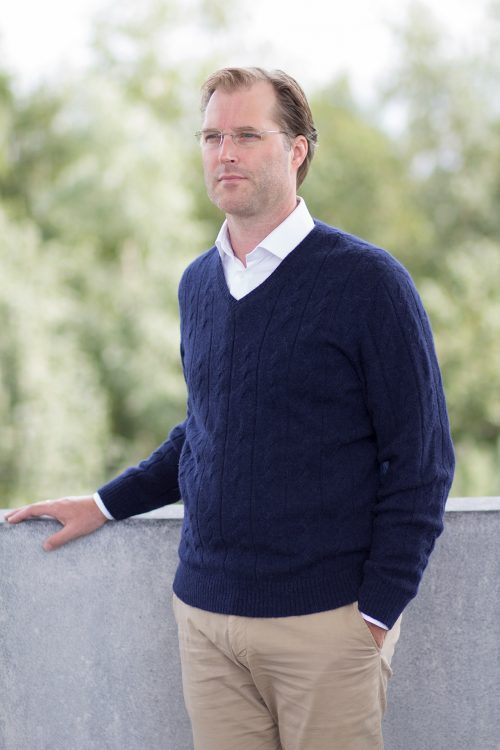 Heren trui met V-hals en kabelmotief alpaca wol marineblauw