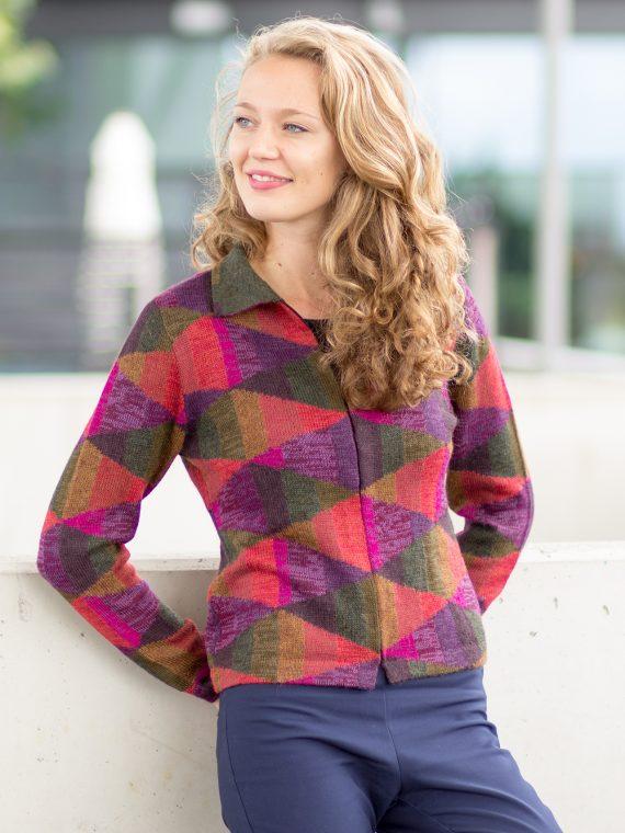 asarti-gebreid-dames-vest-Ikat-Diamonds-alpaca-wol-abstract-kleurrijk