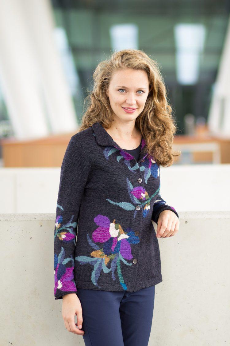 ASARTI dames vest blauw paars gebloemd van 100% alpaca wol