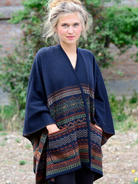 Alpaca-wollen-omslagdoek-bohemian-omkeerbaar-blauw-bruin-duurzaam-peruvian-knitwear