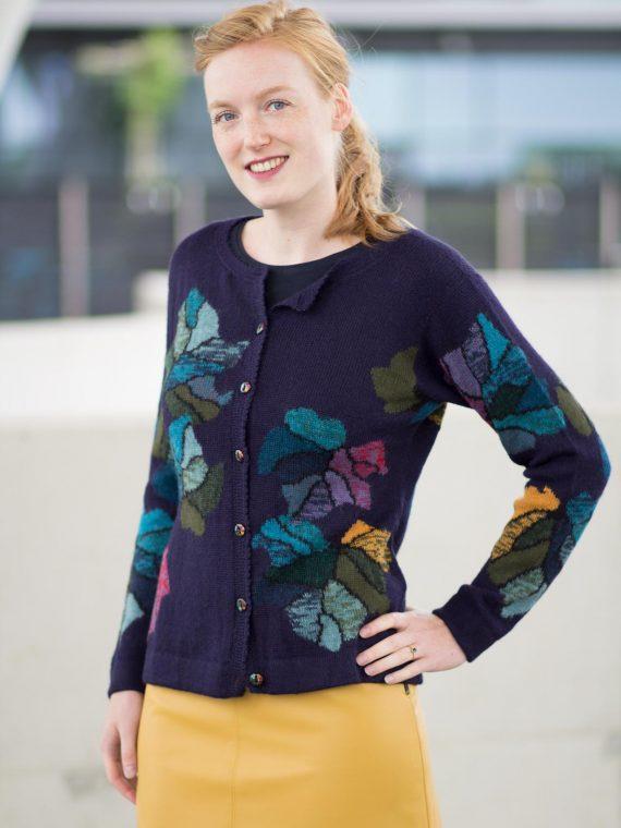 Arana-dames-vest-donkerblauw-motief-alpaca-wol-gebreid-peru-tulipan