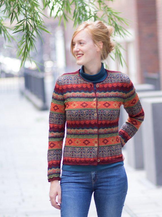 Arana-gebreid-vest-oranje-rood-groen-alpaca-wol-duurzaam-knitwear-peru-sociaal-verantwoord