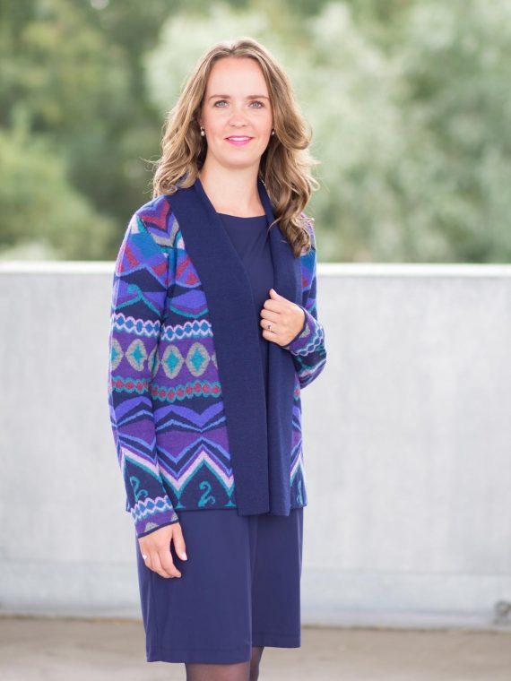 Alpaca-wollen-vest-openvallend-blauw-paars-shawl-kraag-scandinavian-design-knitwear-
