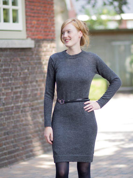 Antraciet-grijze-jurk-gebreid-alpaca-wol-kwaliteit-knitwear-dress-fairtrade