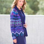 Openvallend damesvest blauw alpaca wol gebreid met patroon