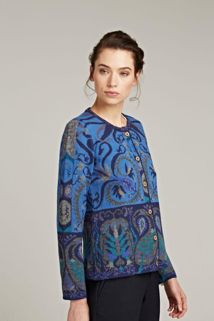Manuela Bedford dames vest blauw gebloemd motief Maria Teresa