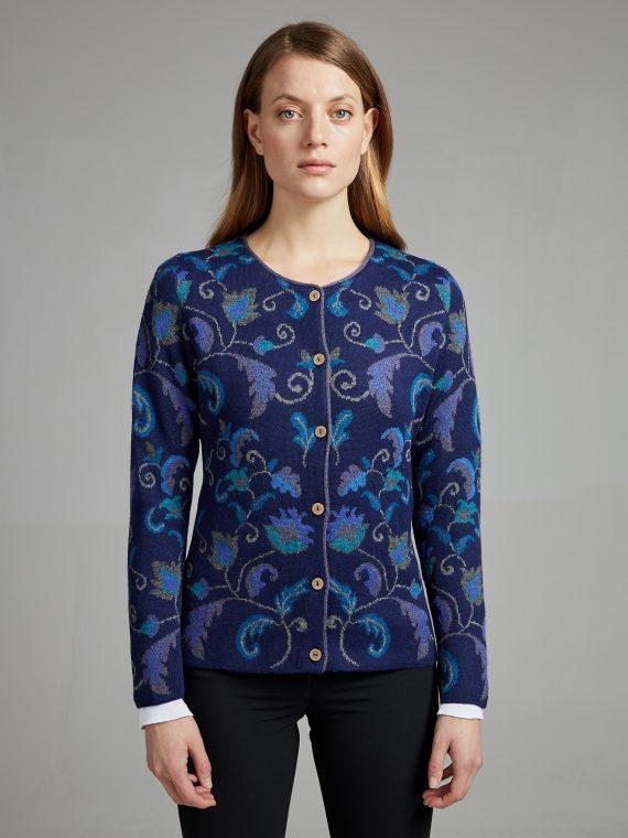 Manuela-bedford-dames-vest-blauw-gebloemd-alpaca-wol-knitwear-duurzame-kwaliteit-peru
