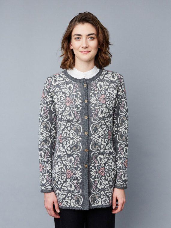 Manuela-bedford-halflang-grijs-vest-bloem-motief-alpaca-wol-knitwear-gebreid-peru