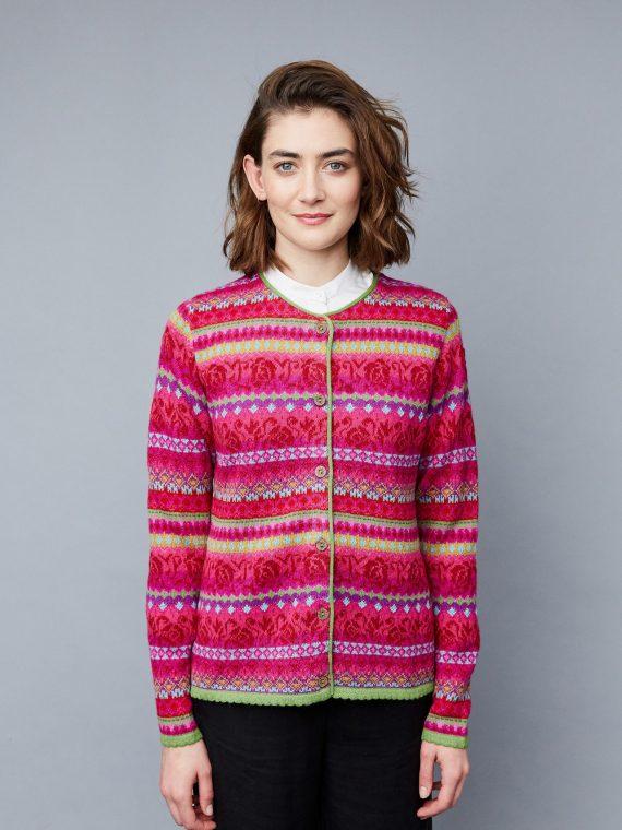 Manuela-bedford-roze-gebloemd-vest-kleurrijk-alpaca-wol-knitwear-fairtrade-