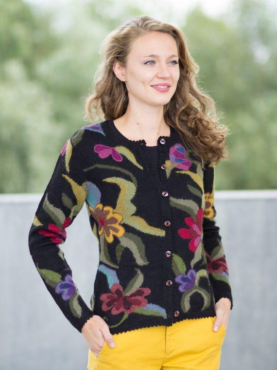 Zwart-gebloemd-intarsia-dames-vest-alpaca-wol-handgemaakt-peru-breiwerk-kunstzinnig-fairtrade-knitwear