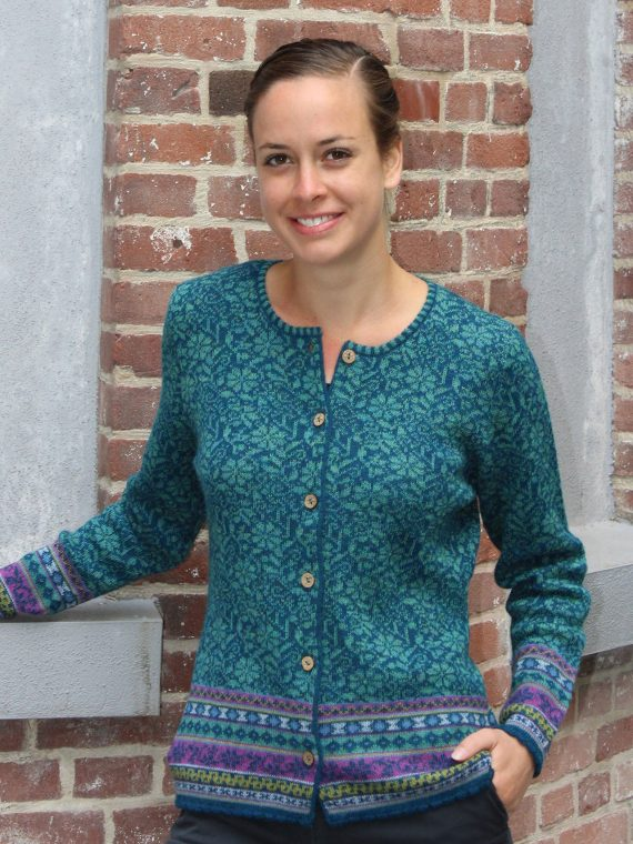 Alpaca-wollen-dames-vest-turquoise-blauw-gebloemd-fair-isle-motief-arana-dames-wollen-kleding