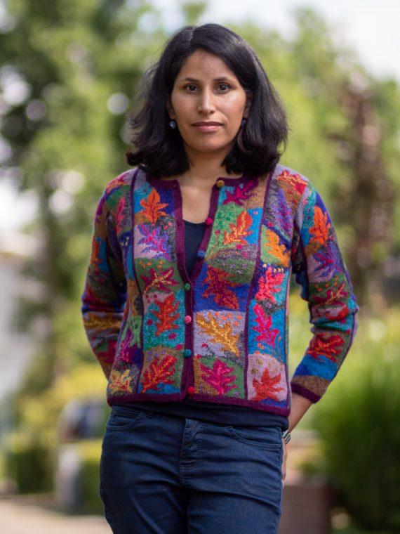Gebreid-alpaca-wollen-dames-vest-rood-lila-paars-blauw-blad-motief-herfst-hand-gebreid-peru-knitwear